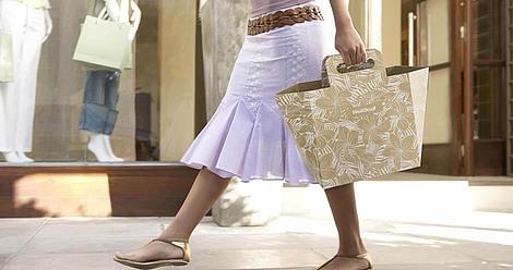 Trendige Einkaufstasche aus Wellpappe