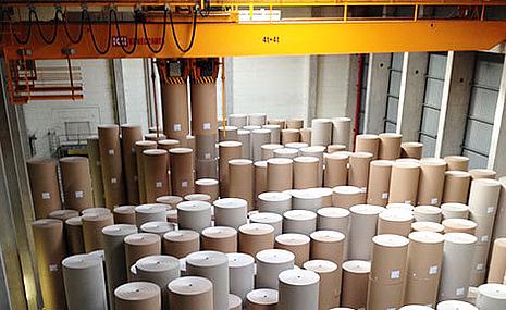 Lager mit Laufrollen aus Papier für Wellpappe