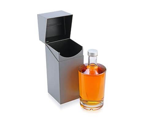 [Translate to englisch:] Geschenkverpackung für eine Flasche