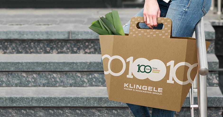 Die WellBag im Wald. Die faltbare Einkaufstasche ist eine biologisch abbaubare Alternative zur Plastiktüte